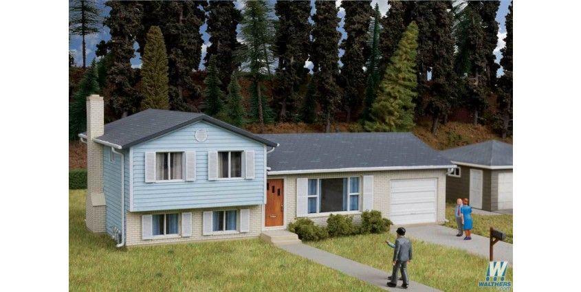 Split-Level House -- Kit - 7-1/4 x 3-3/4 x 2-9/16