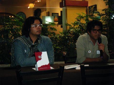 Fabián Guerrero y Tonatiuh Trejo, presentando Esto Es un Libro durante el encuentro Edita México.