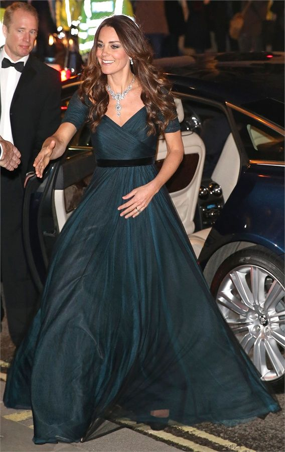 Abiti Eleganti Kate Middleton.Ma Come Ti Vesti Kate Middleton Al Portrait Gala Stile Di Moda