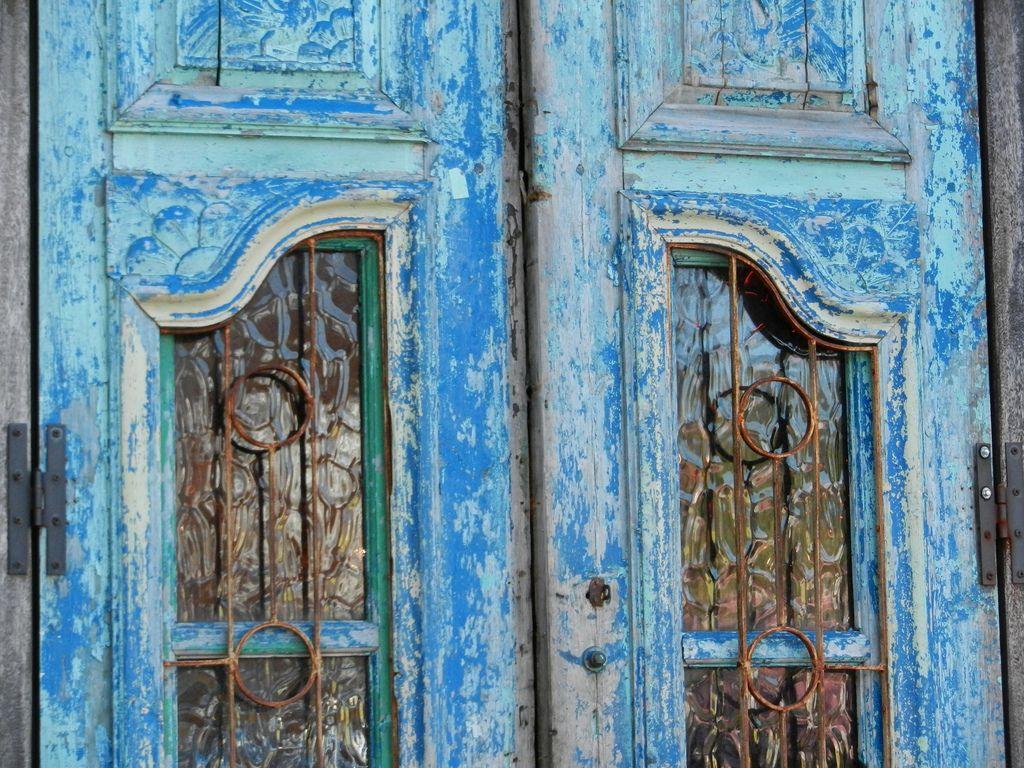 intracoastal-wanderings:    Blue doors (at Taco Boy)Folly Beach, SC