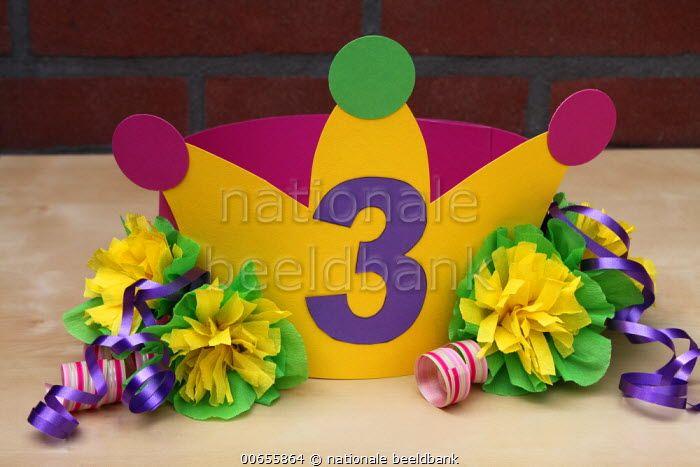 Verjaardag 3 Jarige.Feesthoed Voor Een 3 Jarige Peuter Met Een Kroontje Bloemen