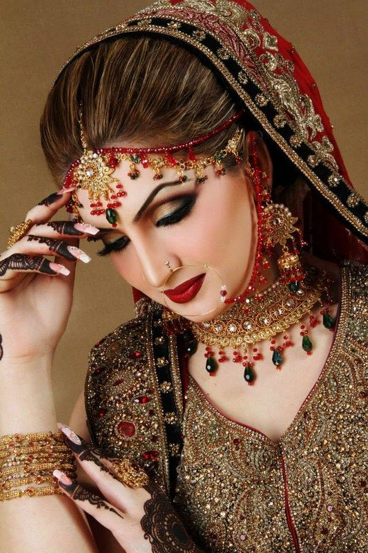 Beautiful Bridal Makeup with Queen Beauty Parlor Taunsa