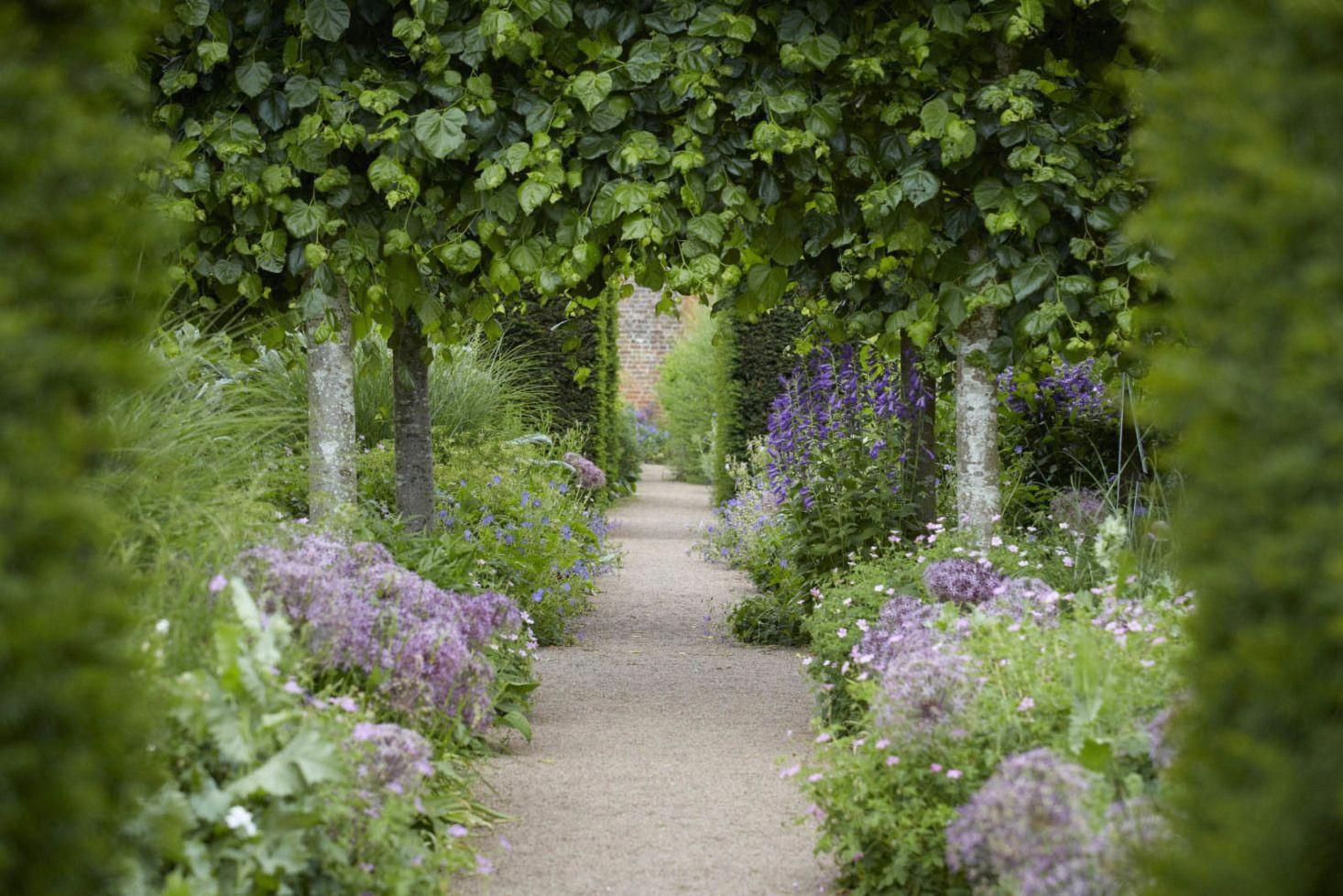 Borrow These Garden Concepts From The French Enfilade Allee Clairvoyee Bosquet Read On For A Mini F French Garden Design Small Garden Design Garden Design