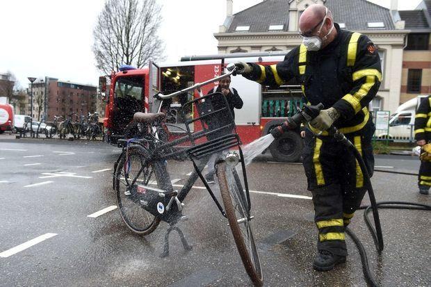 Verplichte tegenprestatie bij uitkering gestart in Nederland: 'Verschrikkelijk' (???)