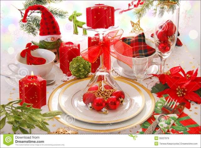 red and green christmas table settings