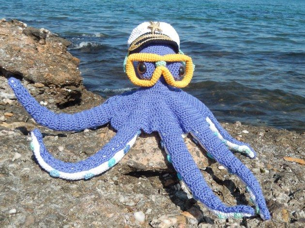 Amigurumi Patterns Free Crochet Pdf : Octopus paul with captain's hat and diving mask. three patterns