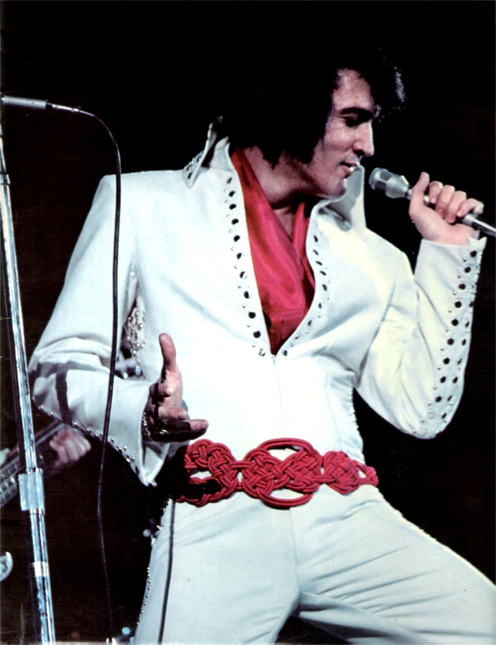 Elvis In Concert In Los Angeles In November 14 1970 Very Well Know Picture Used For The L P Camdem Cover Of The Album I Got Lucky 1971 Farben