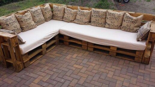 paletten lounge alte matratzen und kissen paletten pinte. Black Bedroom Furniture Sets. Home Design Ideas