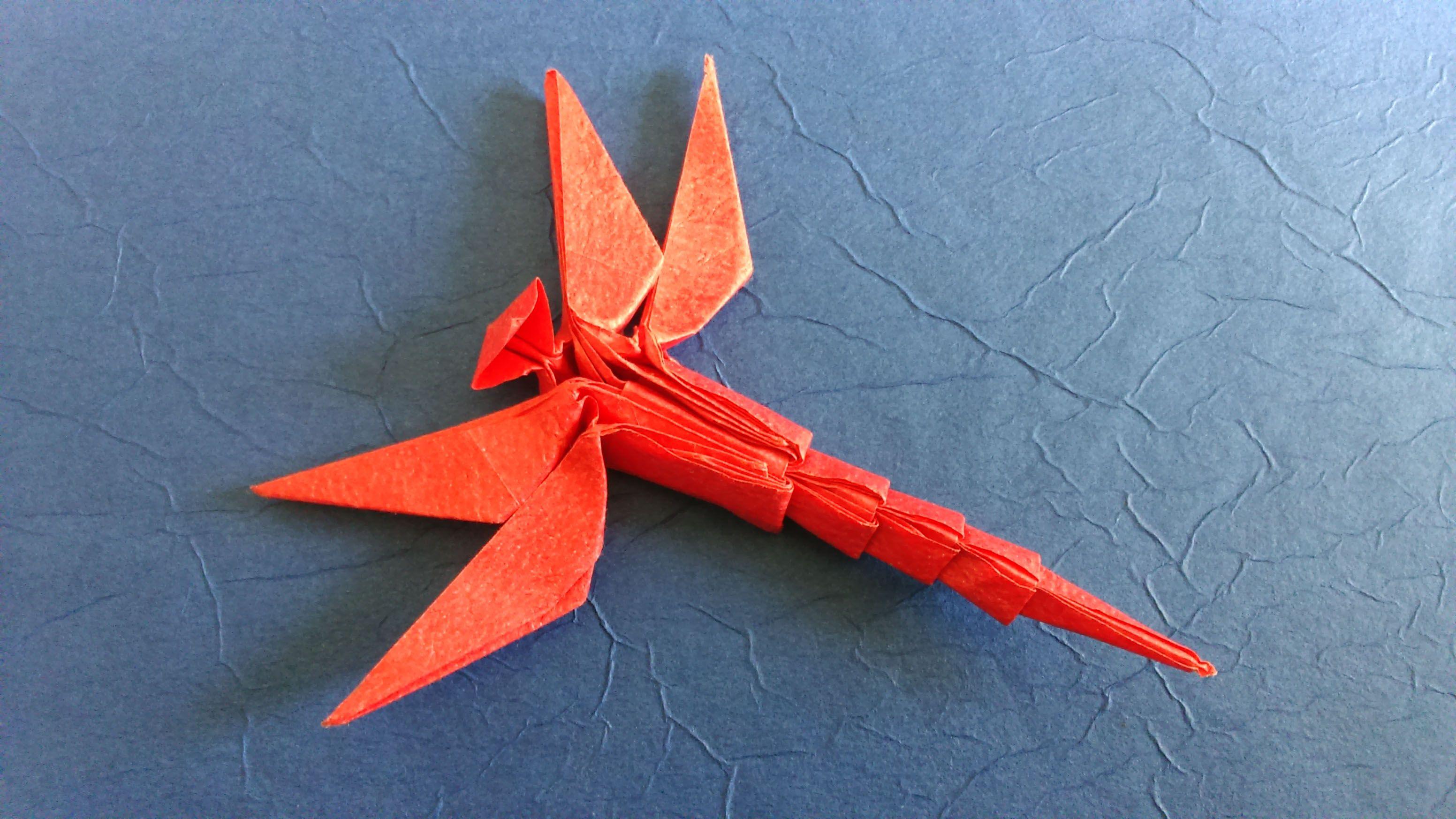 libélula de Dong Viet Thien plegada por mi en papel crumpled de 20x20 cms