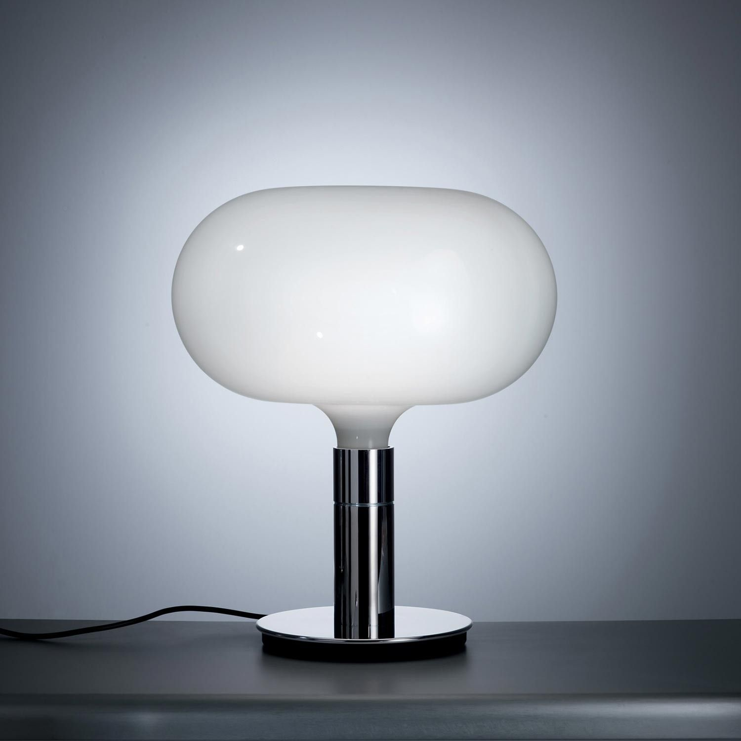 AM1N Table lamp with chromed metal structure. Onionshaped