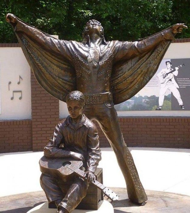 Elvis Presley Tupelo Statues - The statue unveiling 2015 was part of Tupelo's yearly Fan Appreciation Day, which is held every August in conjunction with Memphis' Elvis Week celebration. August 16 marks the 38th anniversary of Elvis' 1977 death.