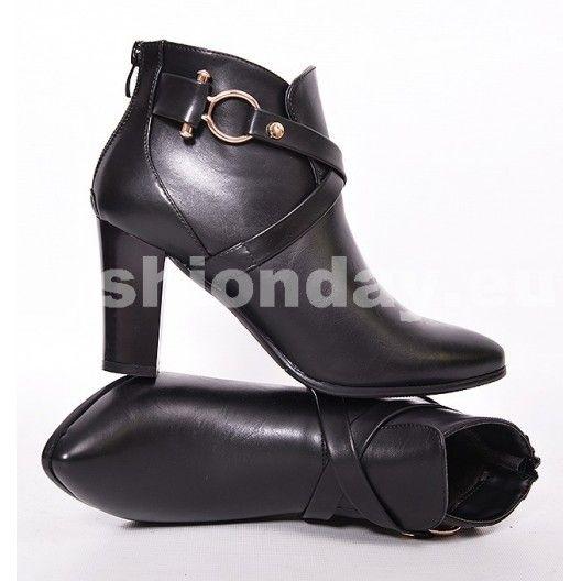 7dad16028c393 Jesenné dámske čižmy čiernej farby s hrubým podpätkom - fashionday ...