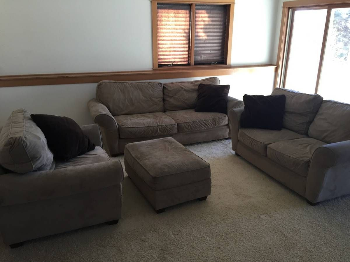 Full Couch set w Couch Sofa Loveseat and Ottoman for sale. Full Couch set w Couch Sofa Loveseat and Ottoman for sale   House