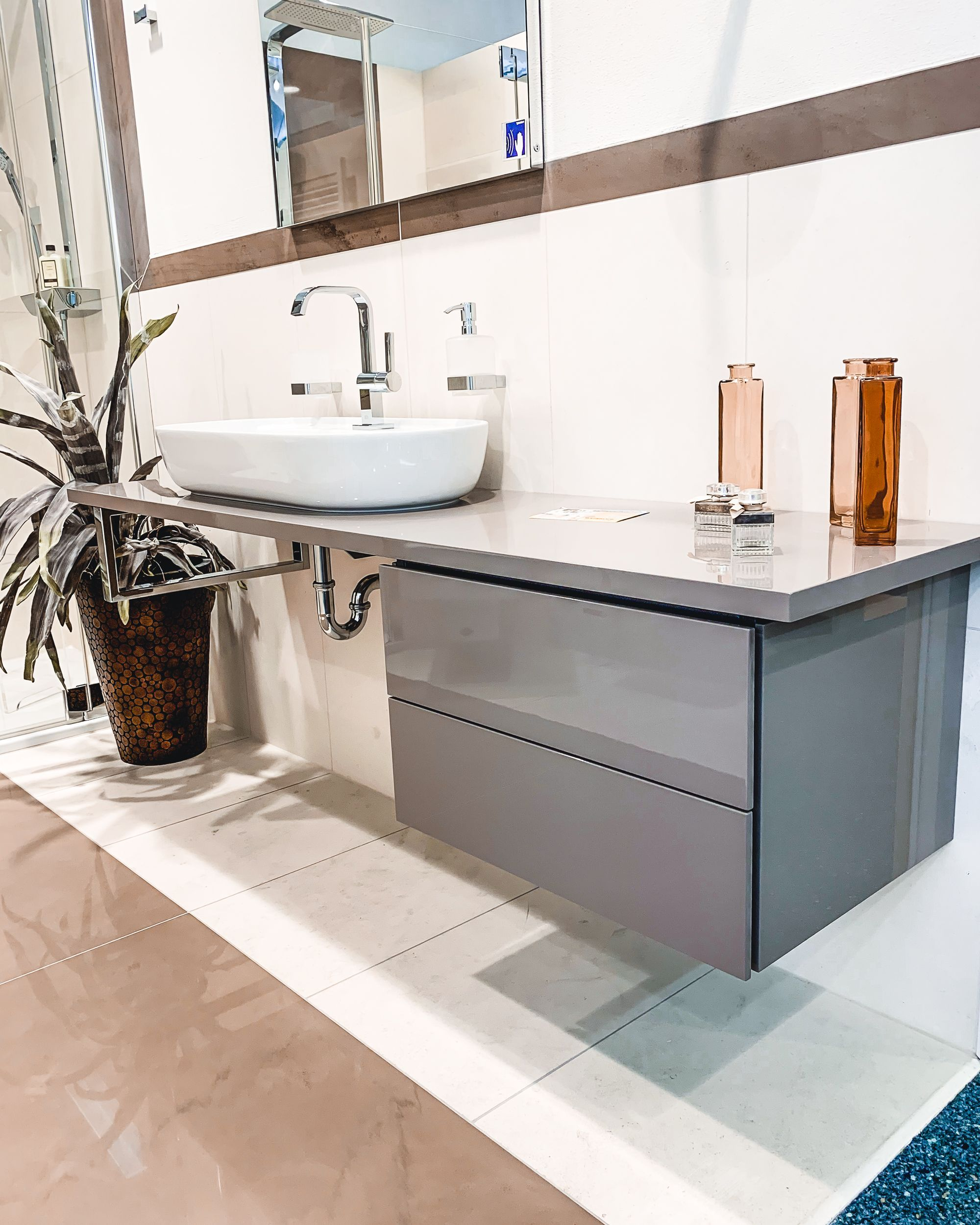 Moderne Aufsatzbecken Werden Von Immer Mehr Kunden Gewunscht Du Mochtest Wissen Welche Art Von Was In 2020 Neues Badezimmer Badezimmer Design Aufsatzbecken
