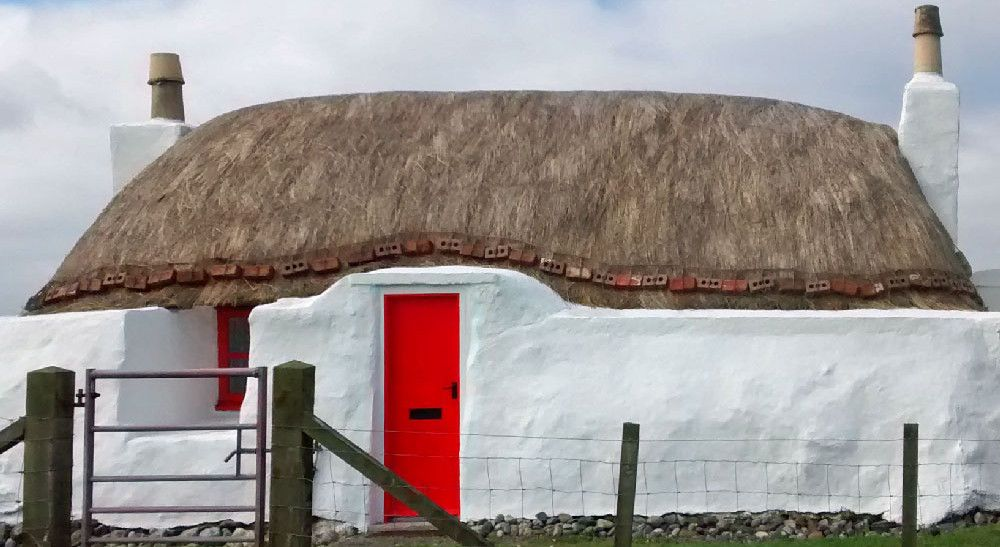The Old Thatch Tiree (With images) Thatched roof