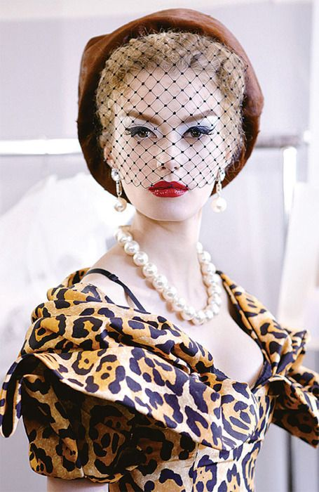 The chicest cat's meow.
