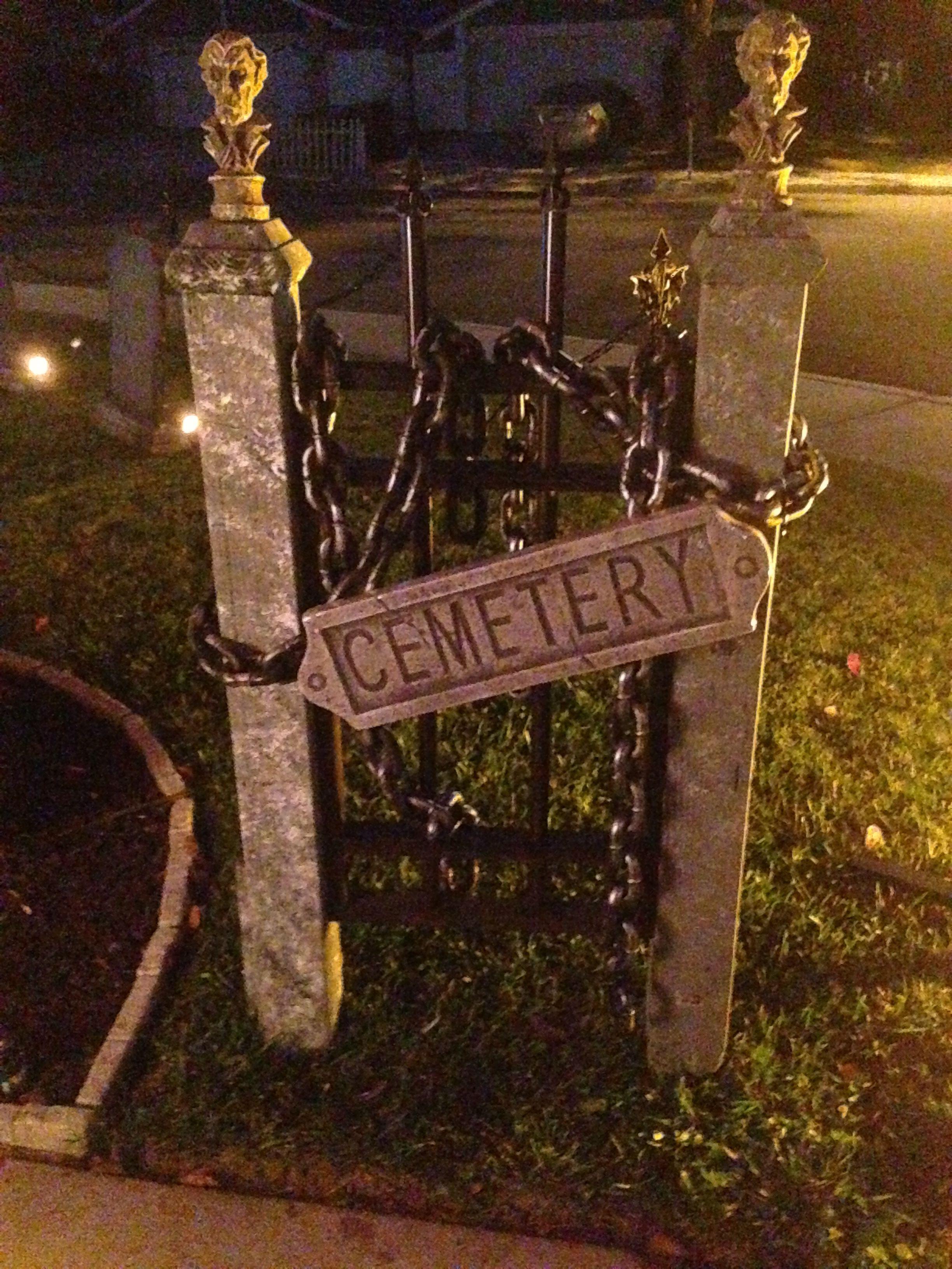 Halloween Cemetery Gate Diy halloween decorations