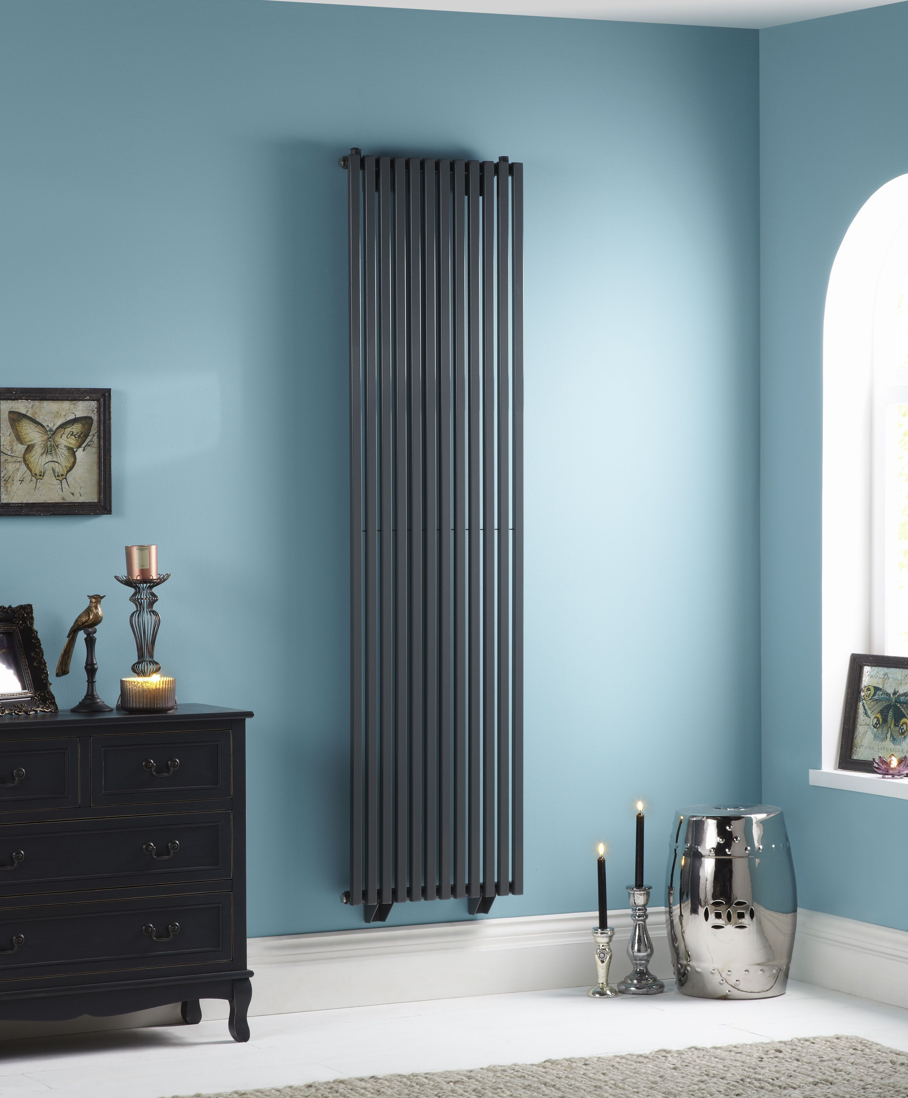 The Towelrads Oxfordshire Vertical radiator has a vertical \'D ...
