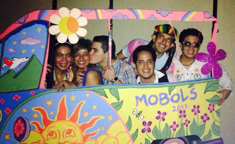 Hippie bus photo prop hippie party hippie party ideas - Fiestas hippies decoracion ...