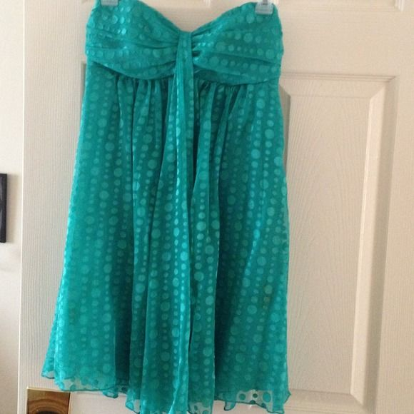 Adorable Teal Green Dress size 4 Super cute Express strapless dress in a great shade of light teal with a circle pattern going vertically throughout the dress. Sheer overlay with a attached dress underneath. Worn once. Express Dresses Prom