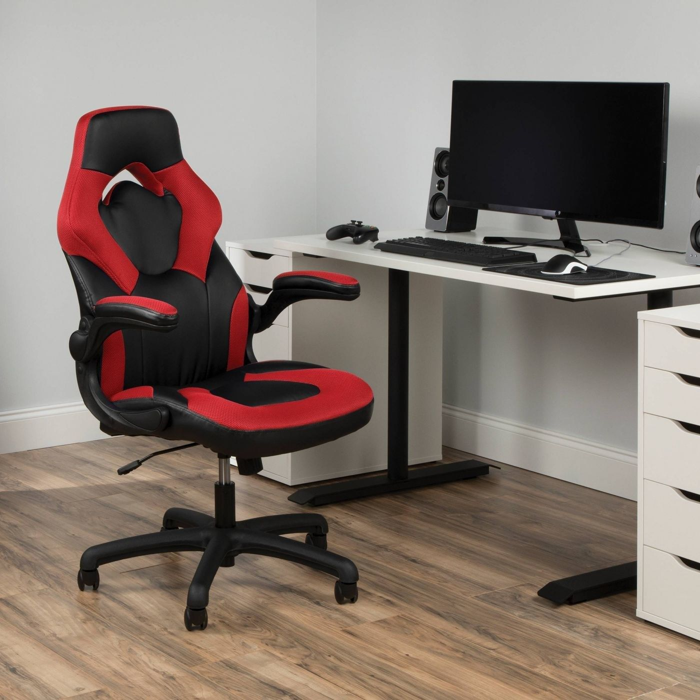 Or A Gaming Chair That Will Keep Your Toosh Comfortable After Hours Of Playing Call Of Duty Warzone Or Hours Of Zoom Meetings In 2020 Home Office Chairs Chair Furniture