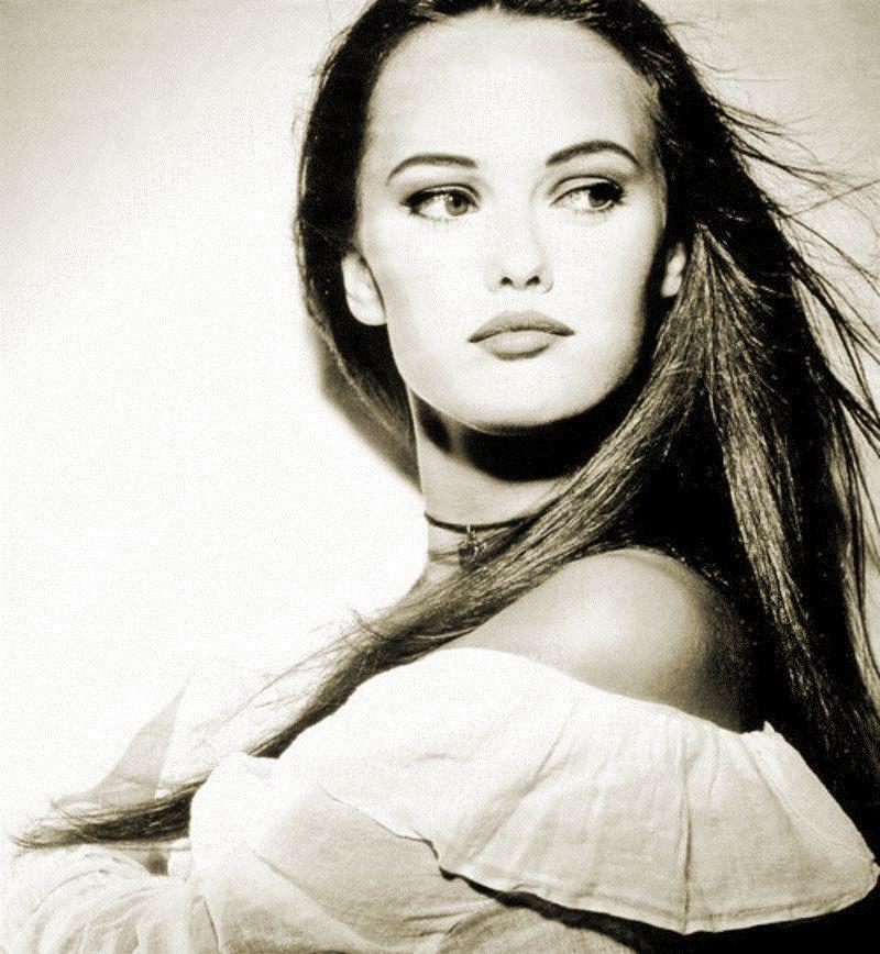 Stunning Vanessa Photographed By Mike Owen In The Nineties 2 Fabrizio Vanessa Paradis Vanessa Chantal