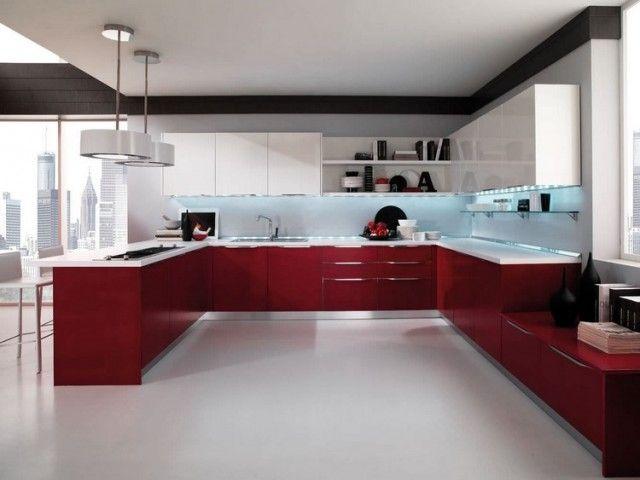 Grande Cuisine Moderne Avec Des Armoires Blanches Et Rouges Et Un éclairage  LED En Bleu