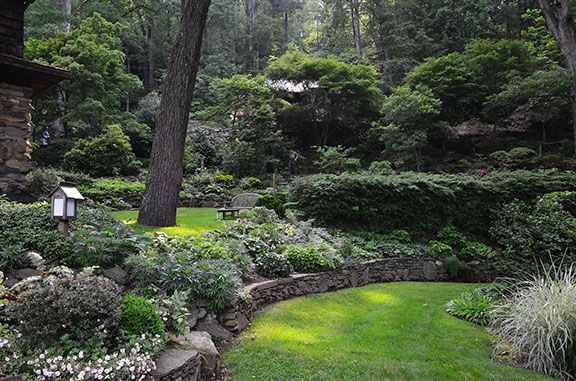 Beautiful lawn with great landscaping and small retaining wall