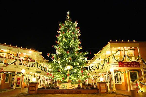 10 Unique Ways Albuquerque Celebrates The Holidays Mexico Christmas Christmas In America Travel New Mexico