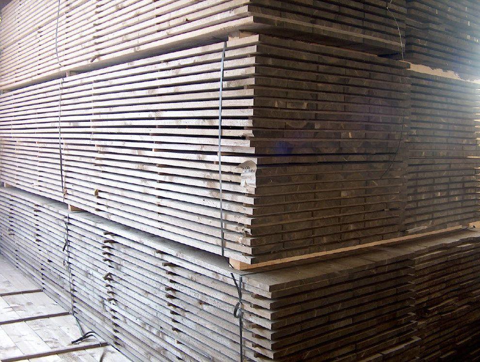 Steigerplanken los te koop oude en nieuwe steigerplanken van maximaal 5 meter lang af te halen in Naarden. Bezorgen is ook mogelijk van maximaal 4 meter lange steigerplanken.