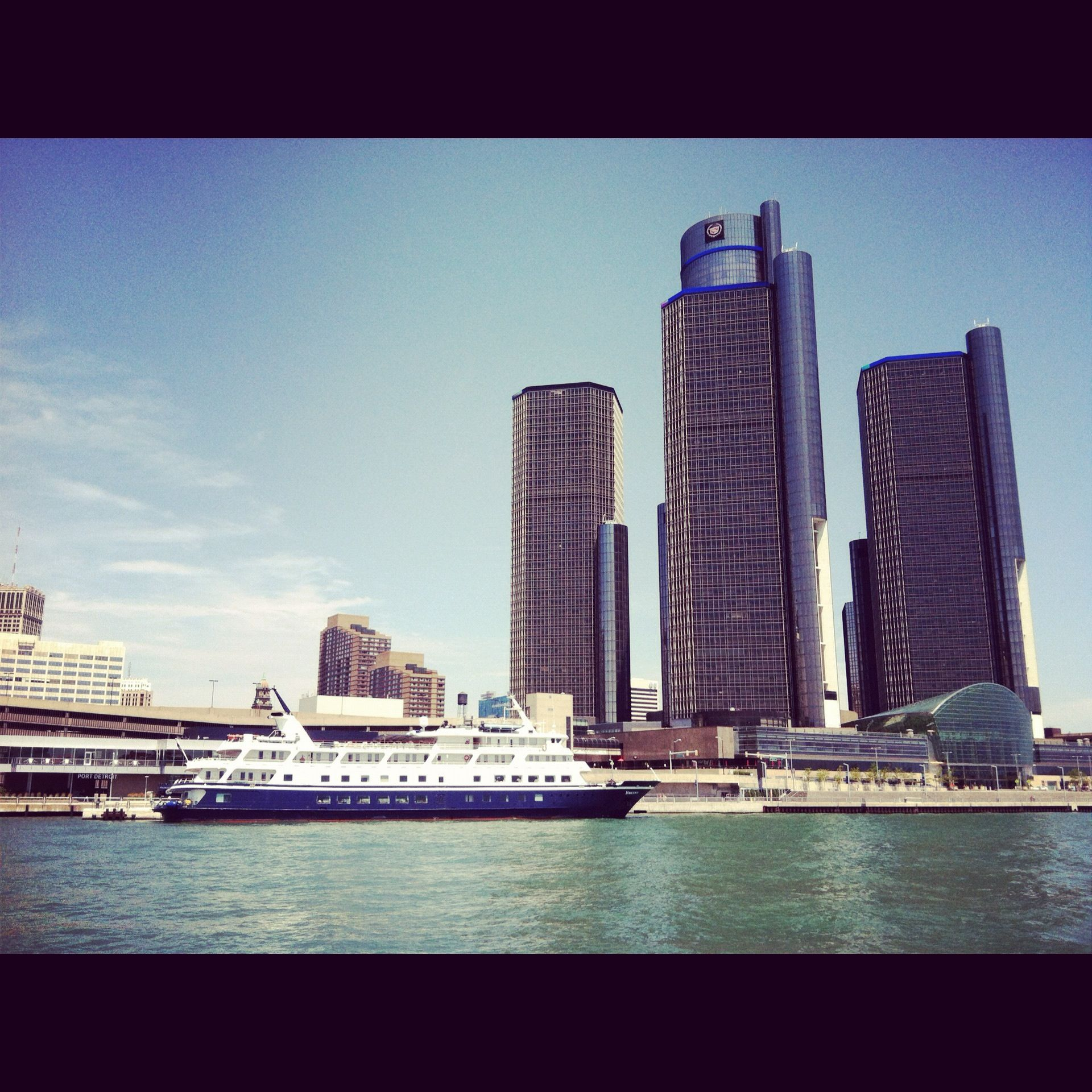 Great day on the Detroit River with H2O LIMOS
