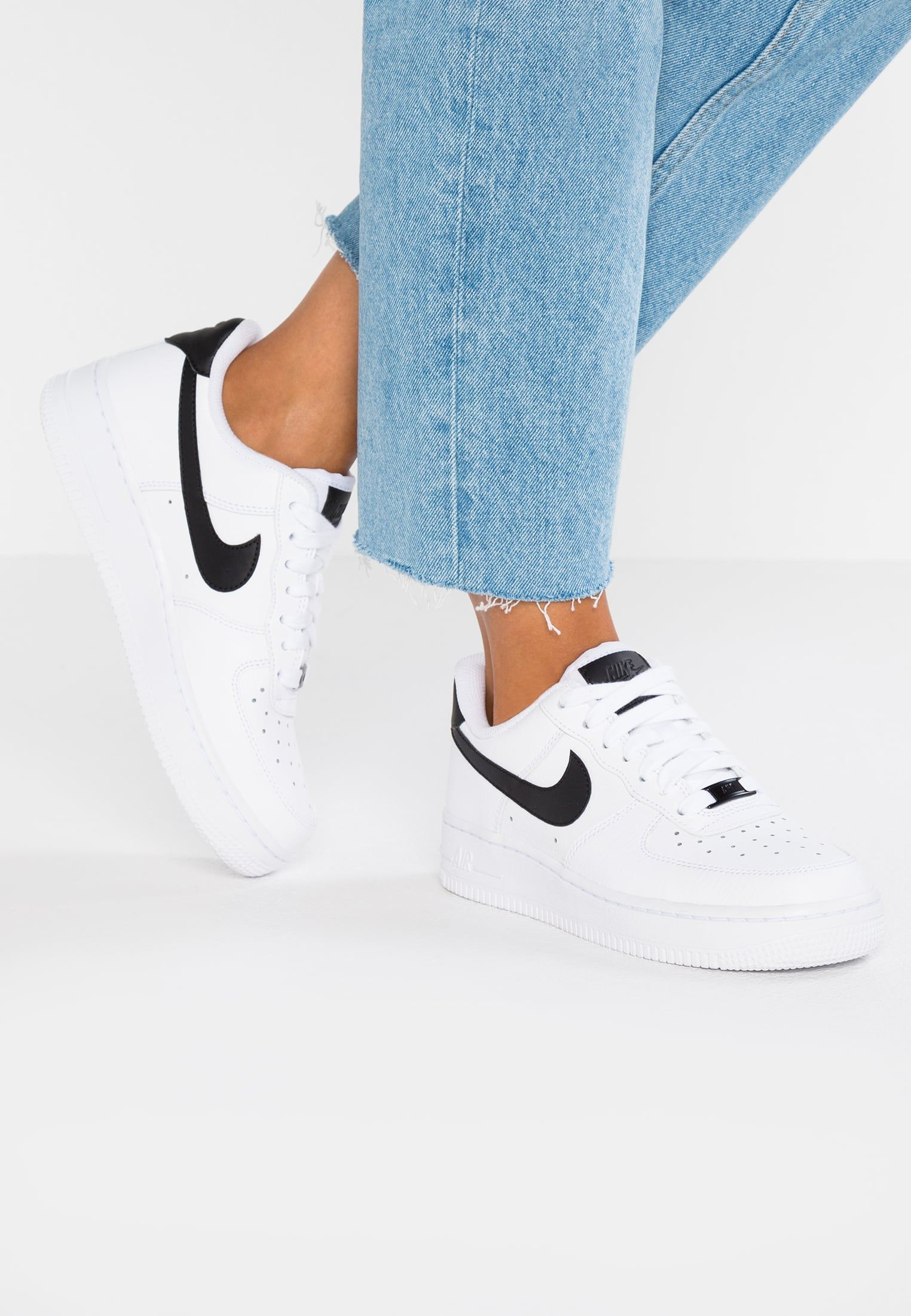 Nike Sportswear Air Force 1 07 Sneakers Laag White Black Zalando Nl Nike Air Force White Nike Air Force 1 Outfit Black Nikes