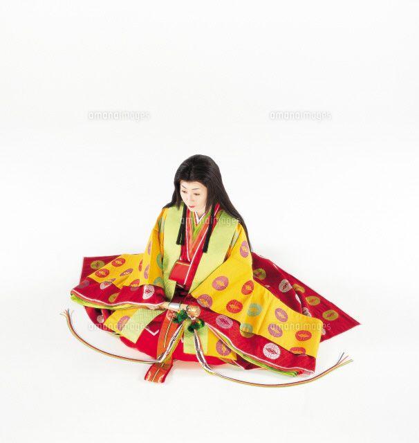 座っている十二単の女性 (c)PRESS AND ARTS/orion A woman dressed in junihitoe