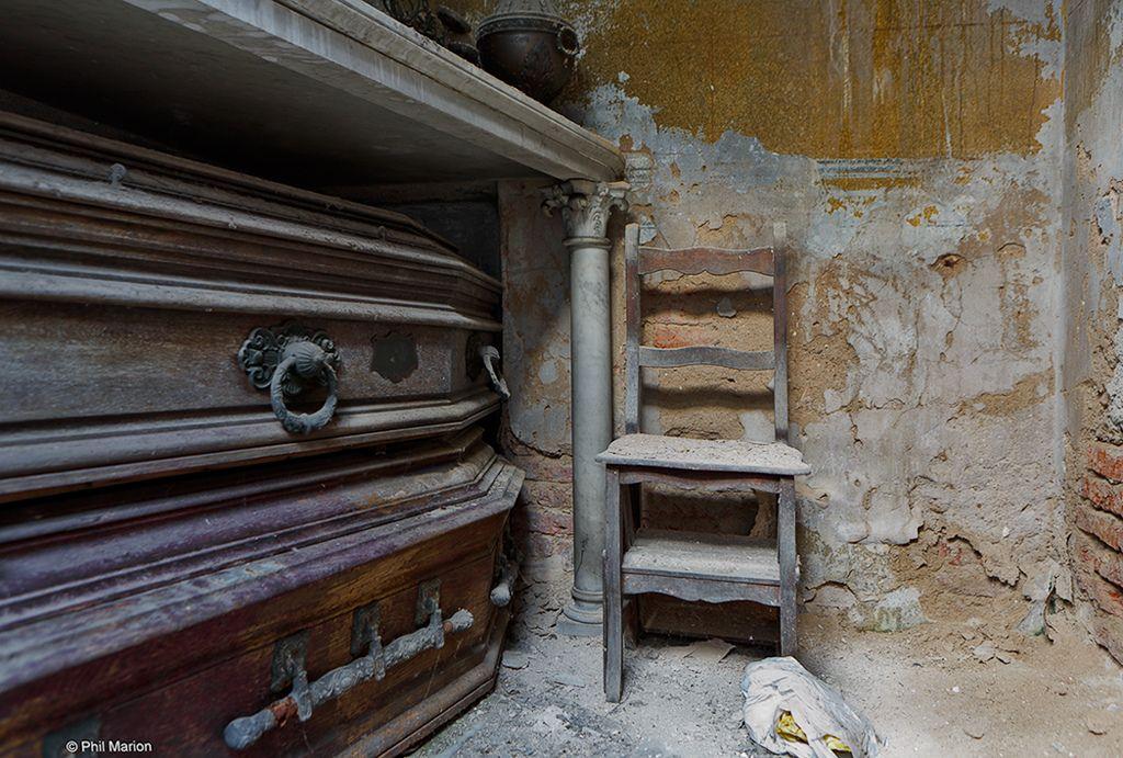 Inside an abandoned mausoleum in Recoleta Cemetery | by ...