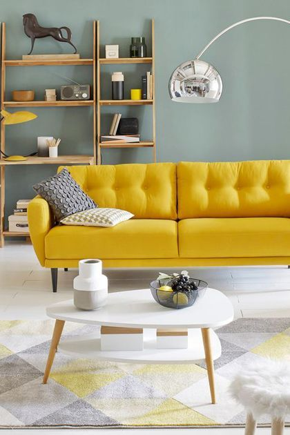 best touche couleur dans le salon avec ce canap vintage ...