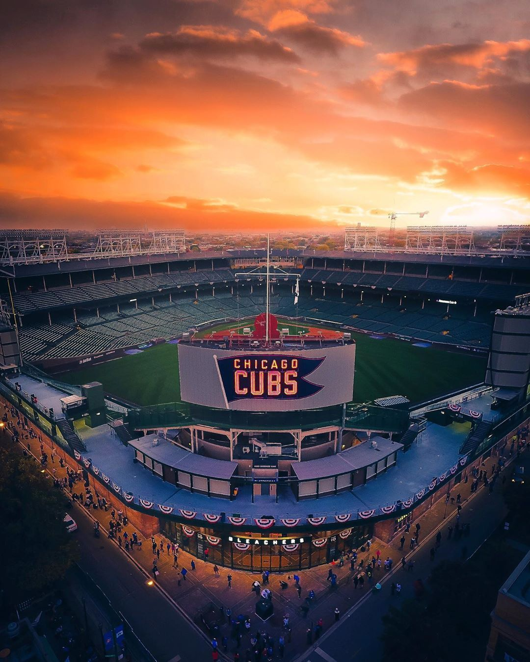 Mike Meyers On Instagram Cubs Vs Sox This Weekend What Side Are You On Chicago Cubs Baseball Wrigley Field Chicago Cubs Wallpaper Wrigley Field Chicago