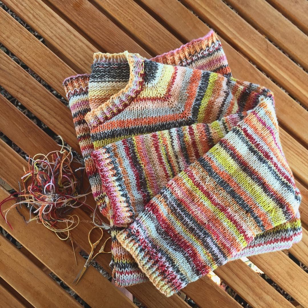 """Photo of Ulla Røjkjær på Instagram: """"Det er sannsynligvis den styggeste ryggen jeg noen gang har hatt på strikkevarer, men fronten har blitt helt ok. Det har vært morsomt å strikke… """""""