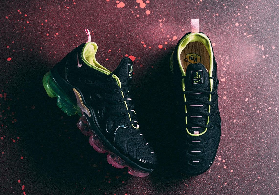 80227934b6 The Nike Vapormax Plus Ushers In A Colorful Gradient Sole Unit Hype  Clothing, Nike Air