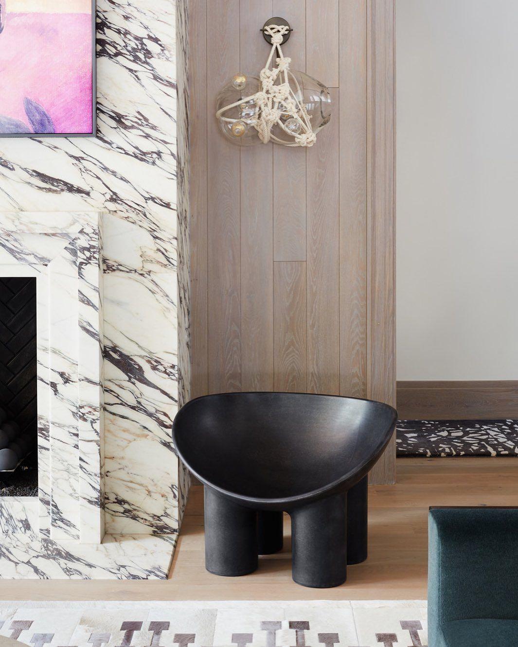 """Jennifer Welch Designs on Instagram: """"Take a seat and stay awhile💫 • • Photography: @joshwelch_ @mothlightphoto • • #jenniferwelchdesigns #marbledesign #details #interiordesign…"""""""
