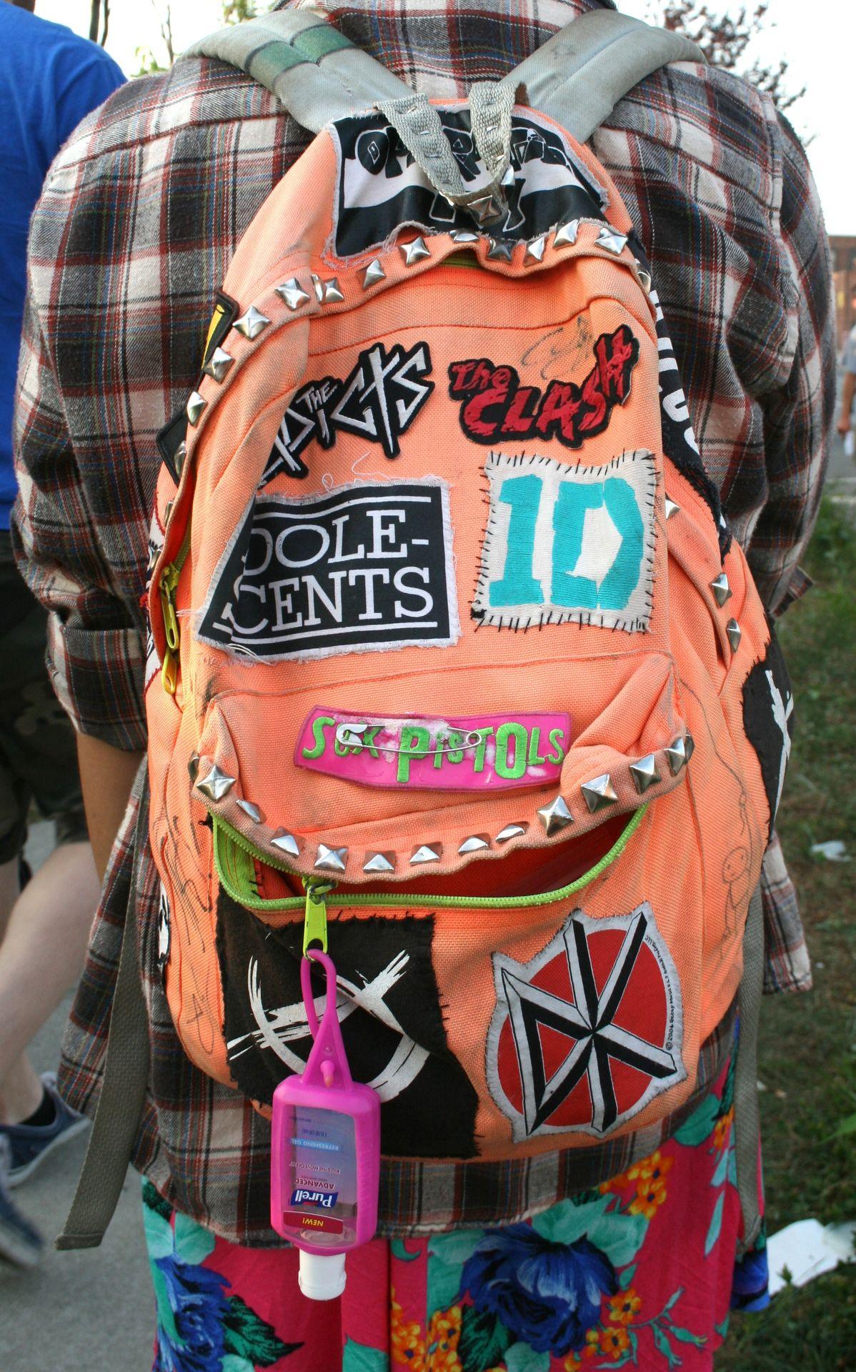 Pin by Sherri Hamilton on Awesome diys!   Grunge backpack ...