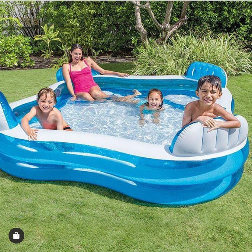 Relax Sole Piscina E Buona Compagnia Gli Ingredienti Essenziali Per Il Weekend Perfetto Family Lounge Pool Children Swimming Pool Family Inflatable Pool
