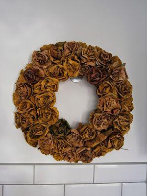 Kwiaty Z Lisci I Jesienny Wianek Flower Diy Crafts Burlap Wreath Fall Wreath