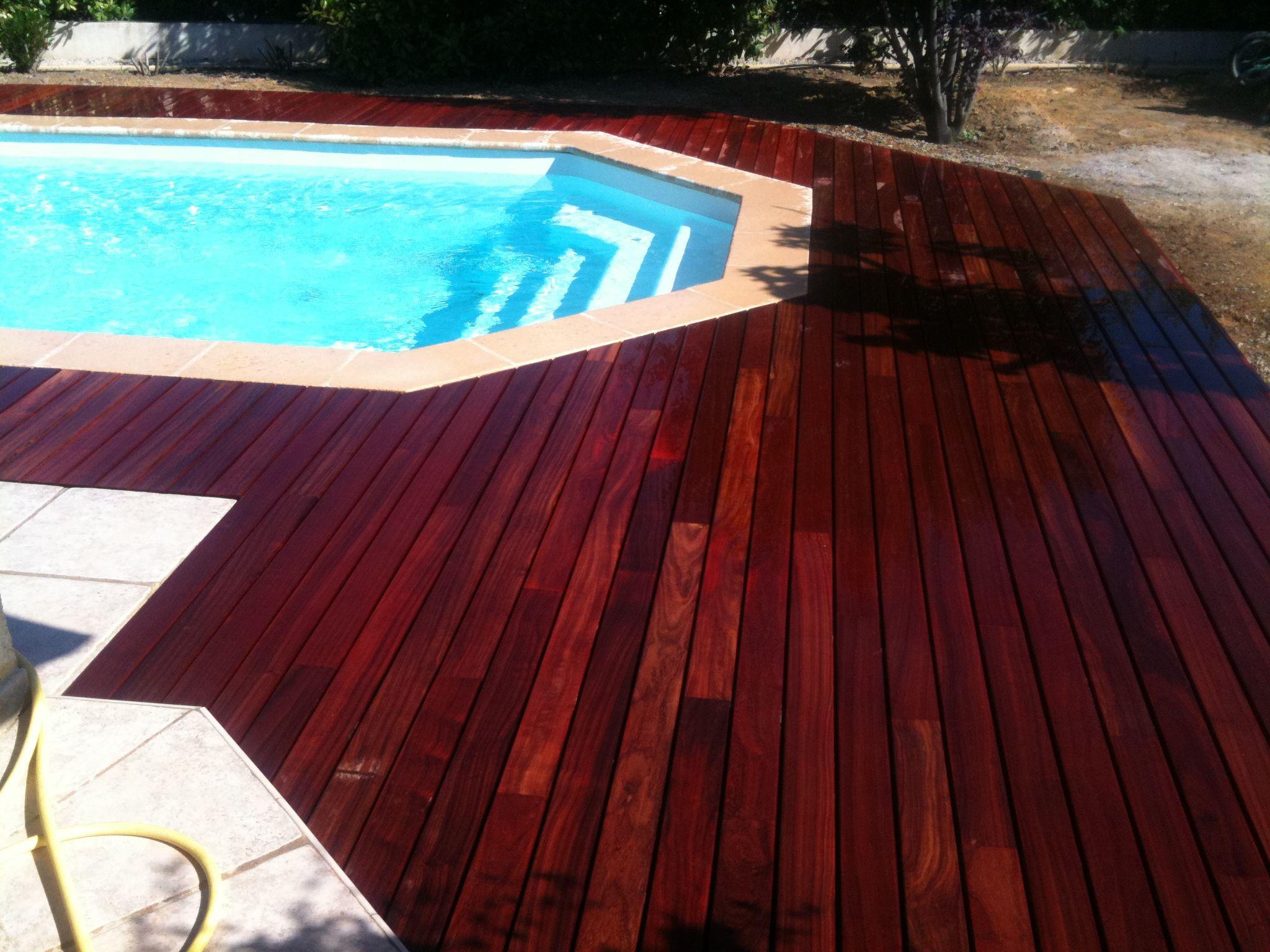 Terrasse de piscine en Padouk visserie cachée avec margelle