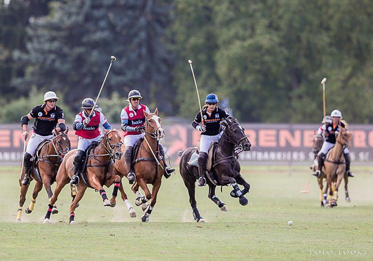 Frankfurt Gold Cup 2015. Das Team hajo Polo & Sportswear setzt sich gegen das Team Berenberg im spannenden Finale mit 7:4 durch.
