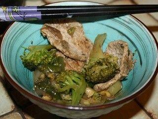 Fines protéines de soja texturées et brocolis à l'asiatique
