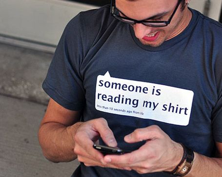 Someone is reading my shirt - Let's tweet it!