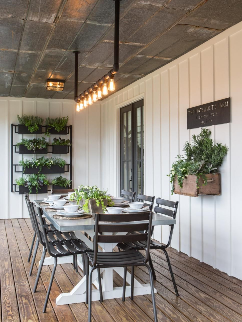 Fixer Upper The Colossal Crawford Reno Modern Farmhouse Exterior Home House Design