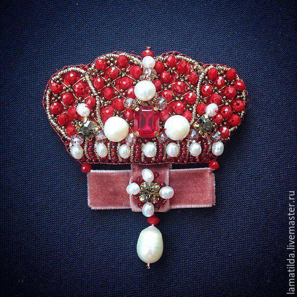 """Купить Брошь """"Королева"""" - бордовый, корона, брошь, брошь ручной работы, Вышивка бисером"""