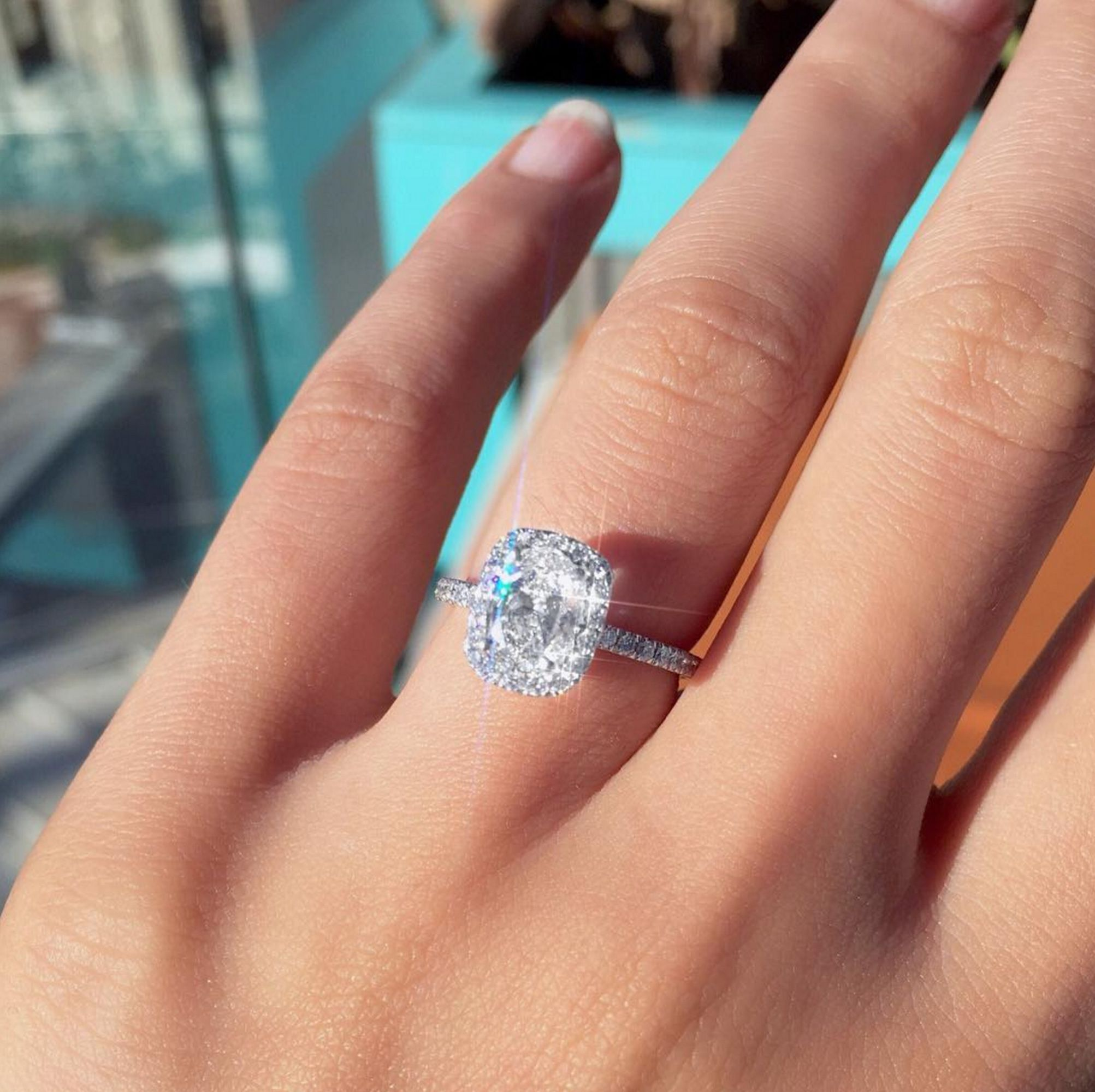 This Is How Much Brits Now Spend On Engagement Rings Refinery29uk Weddingrings Engagement Ring Cost Big Wedding Rings Round Diamond Engagement Rings