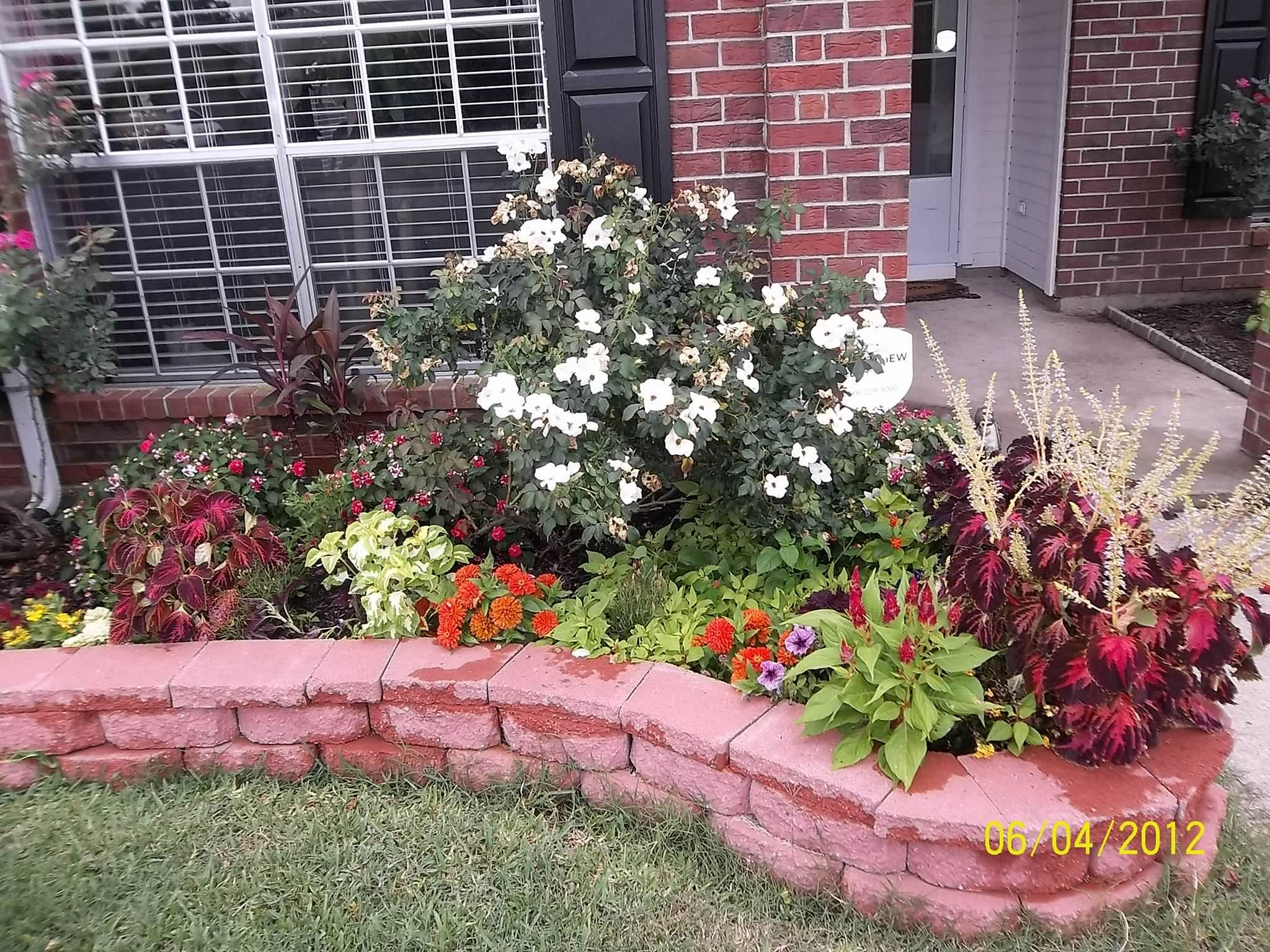 best 25 easy flower bed ideas to make front yard more on beautiful front yard rock n flowers garden landscaping ideas how to create it id=12499